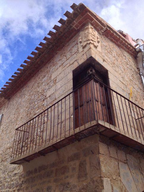 Casa Balcón Esquina de Aras de los Olmos